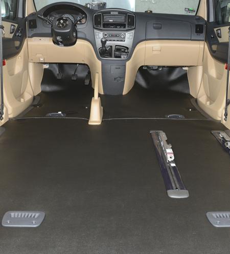 Confección e instalación de tapiz de alfombra para autos